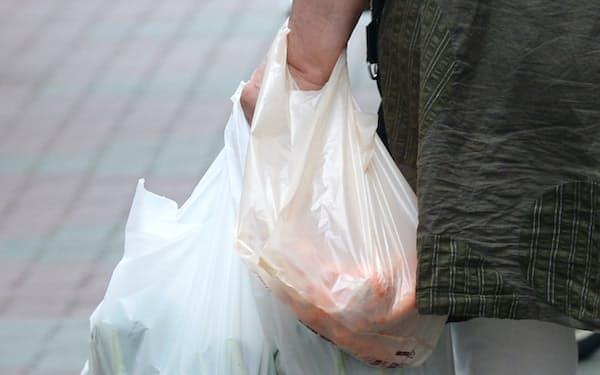 来年4月にもレジ袋の有料化を義務づける方針が示されたが、残された時間は少ない