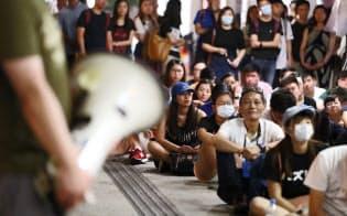 「逃亡犯条例」を延期 香港