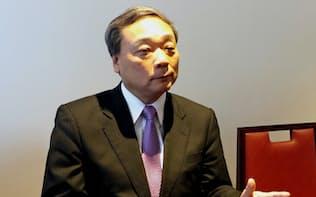 インタビューに応じる国際帝石の上田隆之社長(16日、長野県軽井沢町)