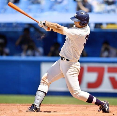 明大―東農大北海道オホーツク 8回、明大・喜多が2点本塁打を放つ(16日、神宮)=共同