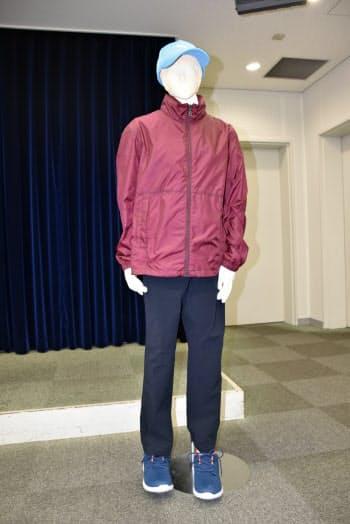 防犯カメラに映った男が事件後に購入したとみられる服装(16日、大阪府警)