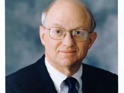 フェルドシュタイン氏は学術的な業績や政策面などでの独創性により学界、そして党派を超えて政界からも尊敬を集めた