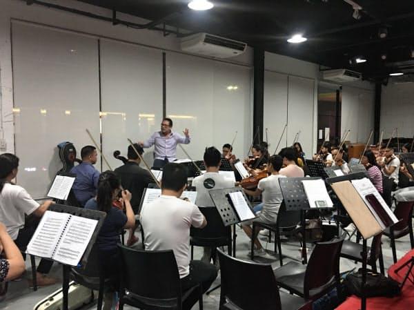 日本で多国籍オーケストラに参加するマニラ交響楽団(フィリピン)の練習風景