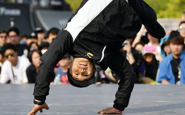 「ひとのまねをするダンサーは薄っぺらい」。音楽との同調性などにこそスタイルを見いだす