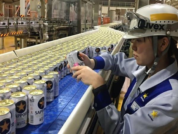 サッポロビールは2022年までにビール缶を軽量缶に切り替える(千葉県船橋市の千葉工場)