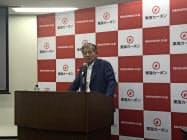 記者会見で説明する東海カーボンの長坂一社長(17日、東京・港)