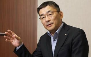たかはし・まこと 84年(昭59年)横浜国大工卒、京セラ入社。03年KDDI執行役員、07年常務、10年専務、16年副社長。18年から現職。滋賀県出身。57歳