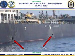 「国華産業」が運航するタンカーに付着した爆発物とみられる物体(右側の矢印)と損傷箇所(左側の矢印)だとして13日、米軍が公表した写真(米軍提供・共同)