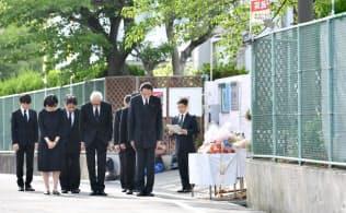 大阪北部地震から1年 女児死亡の小学校で献花