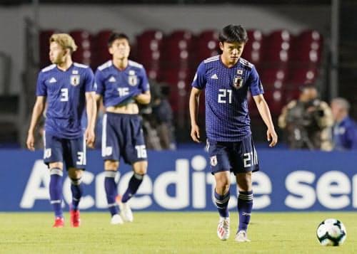 日本―チリ 後半、2点目を奪われ厳しい表情の久保建=21(17日、サンパウロ)=共同