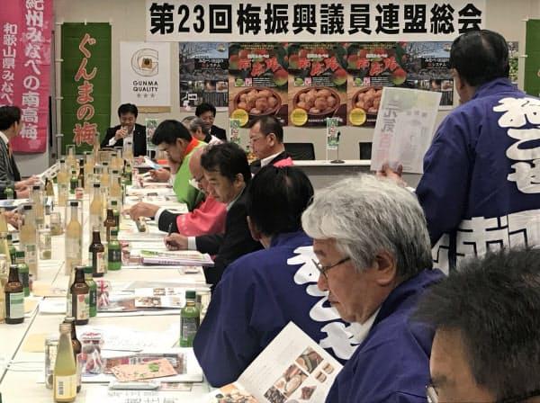 和歌山、埼玉、群馬の自治体や農協が各地の梅の特徴や振興の取り組みをアピールした