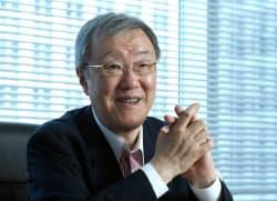 でぐち・はるあき 京大法卒、日本生命保険入社。ロンドン現地法人社長などを務める。2006年ネットライフ企画(現ライフネット生命保険)開業。社長、会長を経て17年に退任。18年1月から立命館アジア太平洋大学(APU)学長
