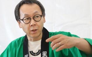 ほしの・よしはる 1960年長野県生まれ。慶応大学卒業、米コーネル大学ホテル経営大学院修了。91年に星野温泉(現・星野リゾート)4代目社長就任。運営に特化する戦略で経営不振のホテルや旅館を次々再生。海外にも進出している。