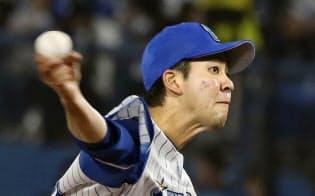 7回途中無失点で今季初勝利を挙げたDeNA・平良(18日、横浜)=共同