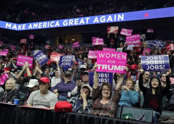 トランプ米大統領の支持率は共和党支持層で90%近くにのぼる(3月、ミシガン州)