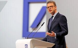 経営危機にあるドイツ銀行のゼービングCEOは思い切った決断を迫られている=ロイター