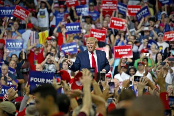 18日、米フロリダ州オーランドの大規模集会で大統領選への再選出馬を正式表明したトランプ大統領(AP)