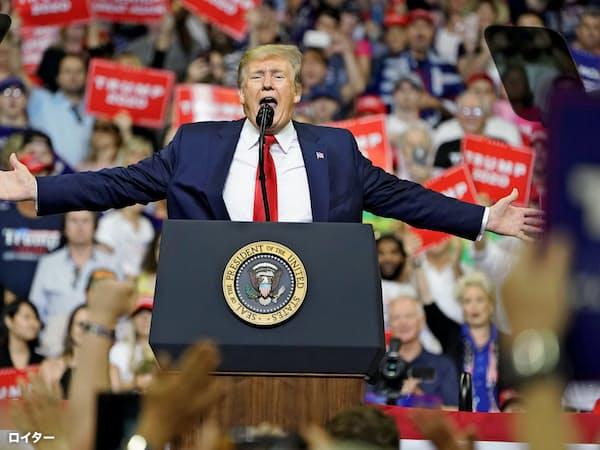 再選出馬を表明したトランプ米大統領(18日、フロリダ州オーランド)=ロイター