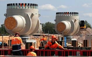 建設中のガスパイプライン、ノルドストリーム2(5日、ロシア・レニングラード地域)=ロイター