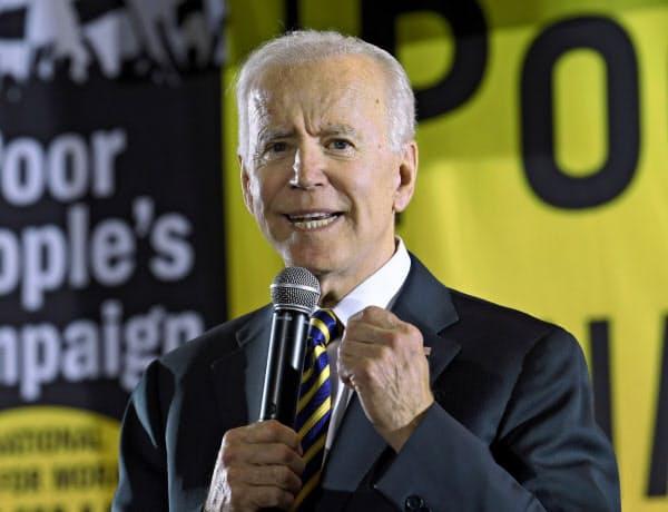 米民主党のバイデン前副大統領は指名争いでトップを走る(17日、ワシントン)=AP