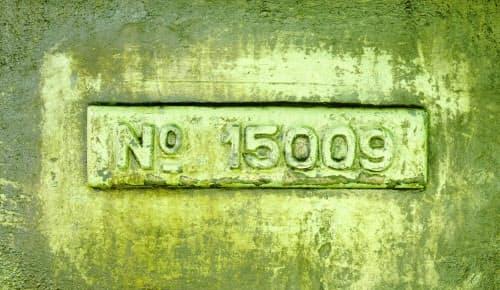 独ワグナー社製の大型旋盤兄弟機の製造番号「15009」を記したプレート