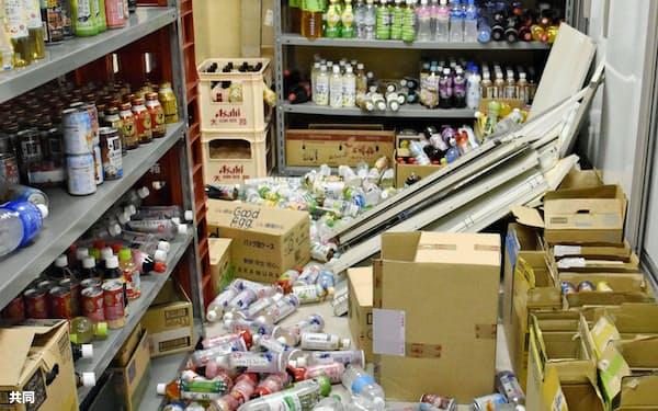 商品が棚から落下する被害が出た=共同