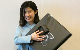 徳満さんはセンサー付きの「IoT座布団」で会議室の利用状況を計測できるようにした
