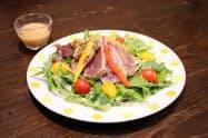 「まんさいかん直送4種の野菜とカツオのたたきサラダ」など4品目を共同開発した