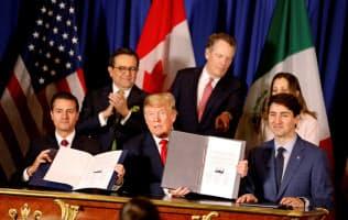 新NAFTA交渉で合意した3カ国首脳(2018年11月、ブエノスアイレス)=ロイター