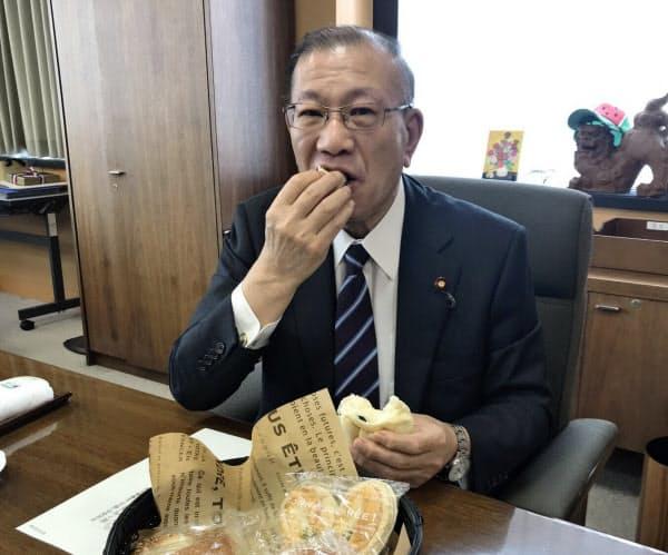 宮腰氏は富山県で作られた「米粉パン」