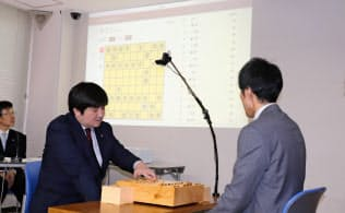 AIによる棋譜作成システムのデモンストレーションの様子(20日、東京・千駄ケ谷の将棋会館)