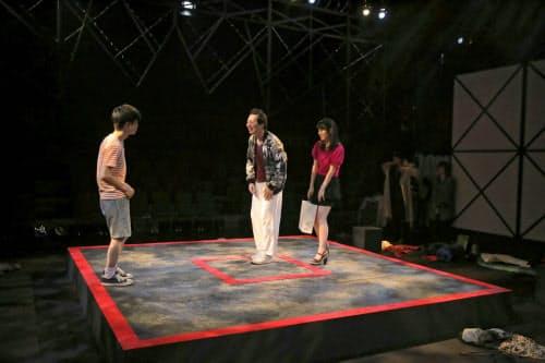 匿名劇壇の「大暴力」は短編を連ねて「暴力」というテーマを浮かび上がらせた =堀川 高志撮影