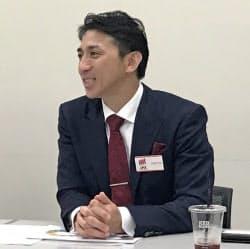 記者会見するピアズの桑野隆司社長