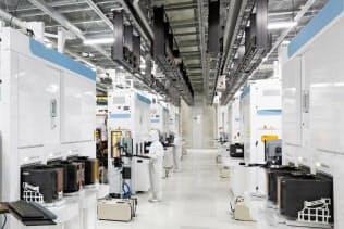 四日市工場(三重県四日市市)は世界のNAND型フラッシュメモリーの4割を生産する