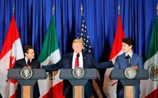 メキシコ、米国、カナダの3カ国首脳は、新たな貿易協定で合意したが……=ロイター