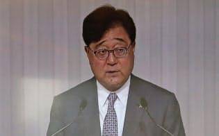 三菱自動車の定時株主総会では益子修会長が今後の戦略などを説明した(21日午前、東京・港)
