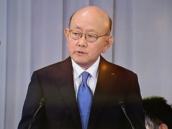 株主総会で司会を務めた岡藤正広会長兼最高経営責任者(CEO)(大阪市)
