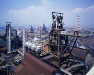 生産トラブルの影響は回復したが大型連休の影響などで粗鋼生産は減少した(JFEスチールの製鉄所)