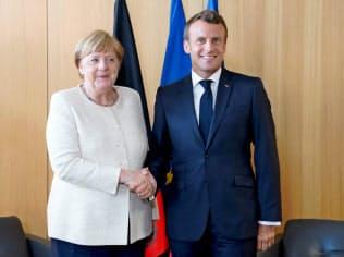 次期欧州トップ選びはメルケル独首相(左)とマクロン仏大統領の合意が条件になる=ロイター