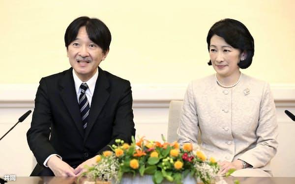 海外訪問を前に、記者会見に臨まれる秋篠宮ご夫妻=21日午後、東京・元赤坂の赤坂東邸(代表撮影)