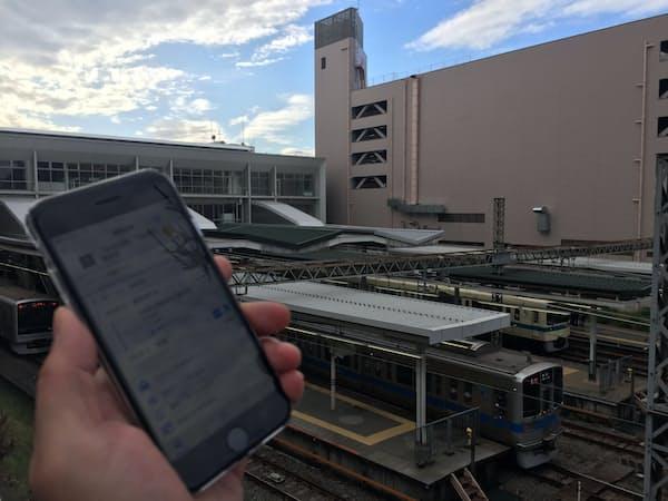 小田急は自社エリアでは沿線市街地と観光地でアプリを使ったMaaS実験を今秋から予定する(写真は実験予定地の川崎市の小田急線新百合ヶ丘駅)
