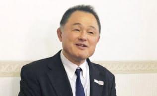 全日本柔道連盟の会長に再選され、取材に応じる山下泰裕会長(21日、東京都内)=共同