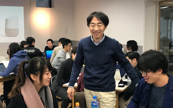 日本橋をスタートアップの梁山泊にしようと仕掛けるアイランドクレア吉田行宏社長(中央)