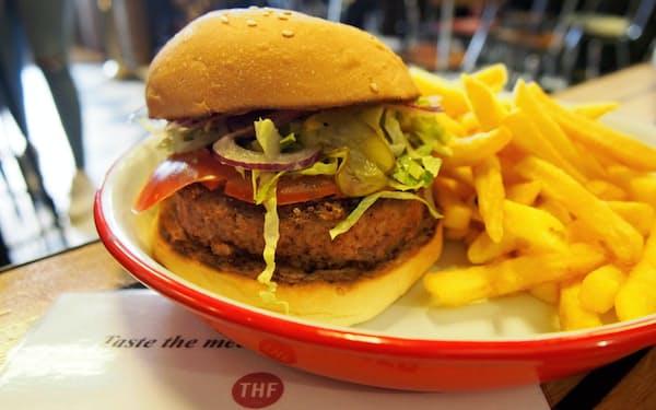 ビヨンド・ミートのパティを使ったハンバーガーは本物に肉にかなり似ている