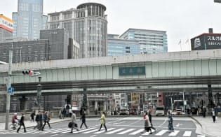 日本橋を覆う首都高速道路(東京都中央区)