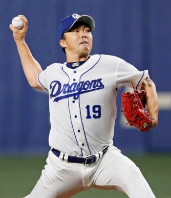 6回途中1失点で今季初勝利を挙げた中日・吉見(22日、ナゴヤドーム)=共同