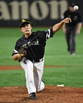 5回1失点で2年ぶりの白星を挙げたソフトバンク・和田(23日、東京ドーム)=共同
