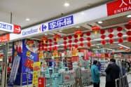 カルフールは中国市場で苦戦が続いていた(上海市内の店舗)=AP