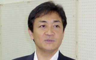 取材に応じる国民民主党の玉木代表(23日午後、埼玉県狭山市)=共同