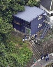 小林誠容疑者が潜伏していたアパート(23日、神奈川県横須賀市)=共同